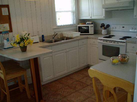 Anna Maria Beach Cottages: Cottage 107A