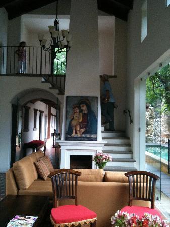 Hotel Cirilo: common area indoors