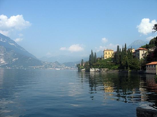 Hotel Villa Cipressi: Lage am See