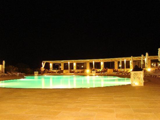 Saint Andrea Seaside Resort : Swiming pool night view