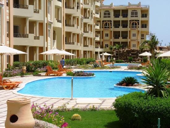 El Andalous Apartments : Spacious pools