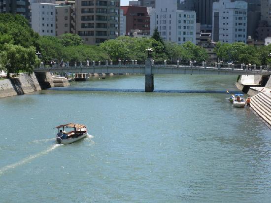 Comfort Inn Hiroshima Heiwa-Odori: Motoyasugawa River view