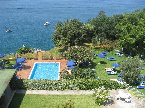 Continental Mare Hotel: View from Terrace of room 119 - lower pool