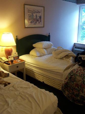 Best Western Staunton Inn: Sorry we'd already de-beautified the room...