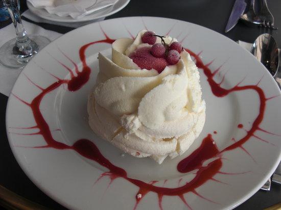 Cafe des Officiers : Dessert - meringue, ice cream, raspberry sorbet