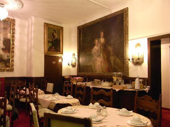 Hotel Pension Franz: Salón de desayunos (las habitaciones 101 y 102 desembocan en él)