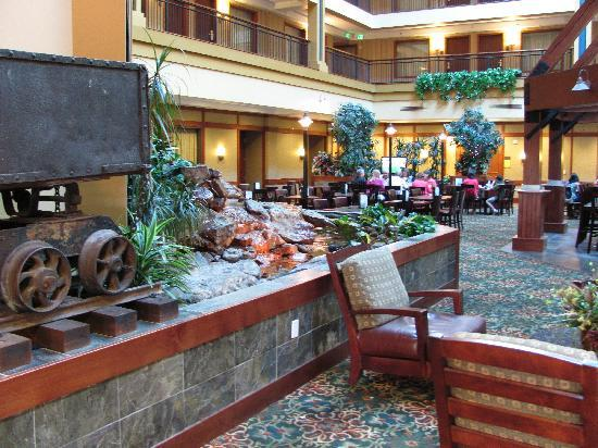 Embassy Suites by Hilton Denver International Airport: More mining motif in lobby