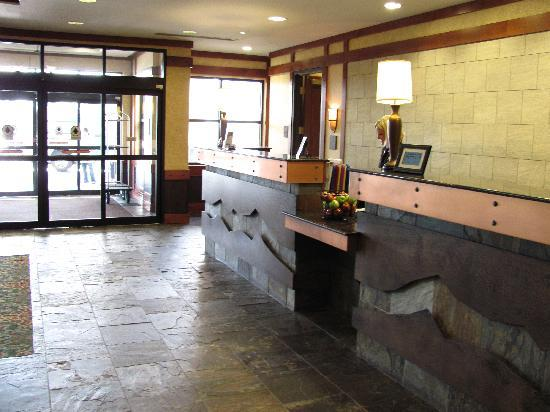 Embassy Suites by Hilton Denver International Airport: Front Desk