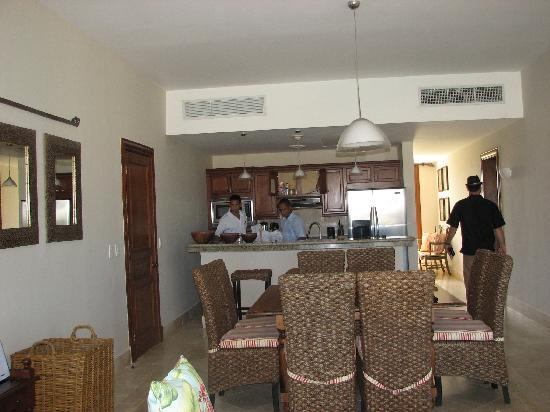 Xeliter Golden Bear Lodge Cap Cana : Our room, Davi and Gariel setting every thing up[