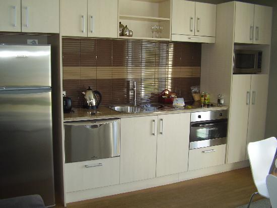 Edgewater Palms Apartments: The kitchen