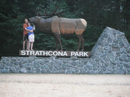 Strathcona Park Lodge & Outdoor Education Centre: Feeding the Elk on the way in