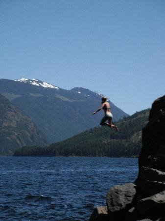 Strathcona Park Lodge & Outdoor Education Centre : Cliff Jumping