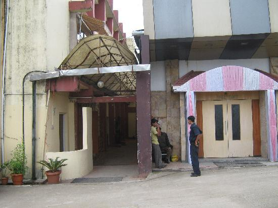 The Shillong Club: entrance of hotel building