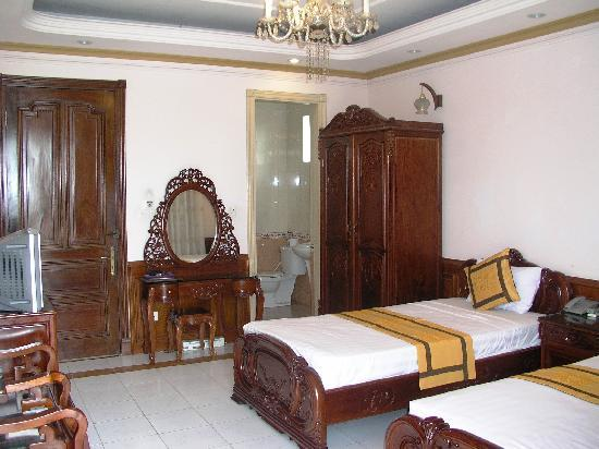 Sunrise Hotel - 9 Hang Mam: Rear view family room