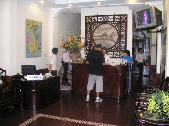 Sunrise Hotel - 9 Hang Mam : Reception area
