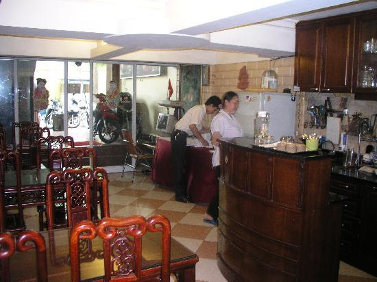 Sunrise Hotel - 9 Hang Mam : Downstairs breakfast area
