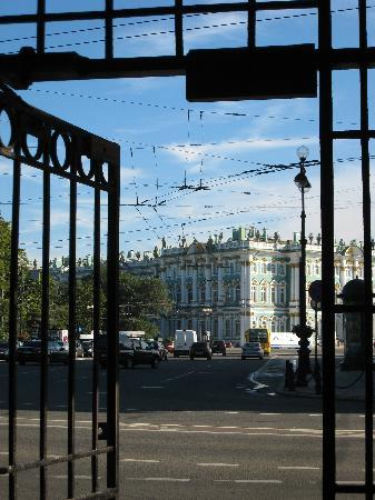 Guest House Nevsky 3: winter palace from Nevsky 3 gate