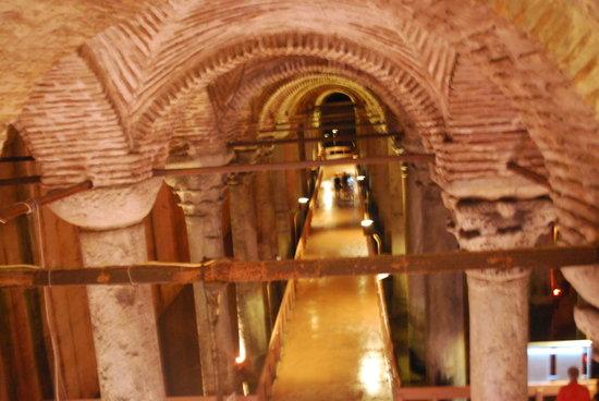 Turkey Travel Group : the underground cistern