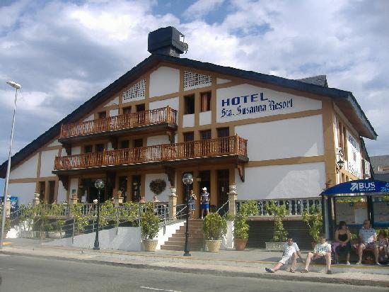 Santa Susanna Resort: the front of the hotel