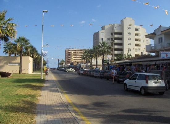 Protur Sa Coma Playa Hotel & Spa: calle comercial