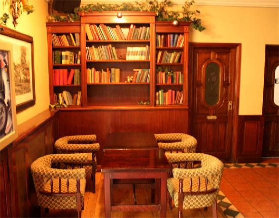 The Fincourt: Bar Area