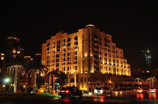 Manzil Downtown Dubai: L'albergo