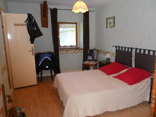 Manoir de la Grande Mettrie: Notre belle chambre avec une nouvelle sdb douche très grande !
