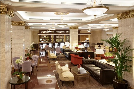 Radisson Royal Hotel Moscow: Lobby Bar with its perfectly mixed cocktails and unparalleled service