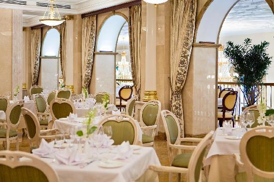 Radisson Royal Hotel Moscow: Veranda Restaurant offers delicious Mediterranean cuisine
