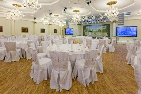 Рэдиссон Ройал Москва: Banquet Hall spread across 450 m² and host up to 150 guests for a gala dinner
