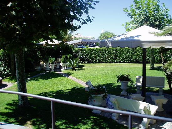 Hotel Bixio : The peacuful hotel garden