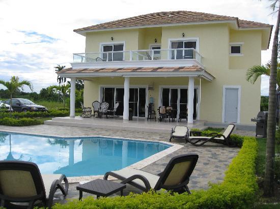 Seaside 69, Sosua: Pool and gardens