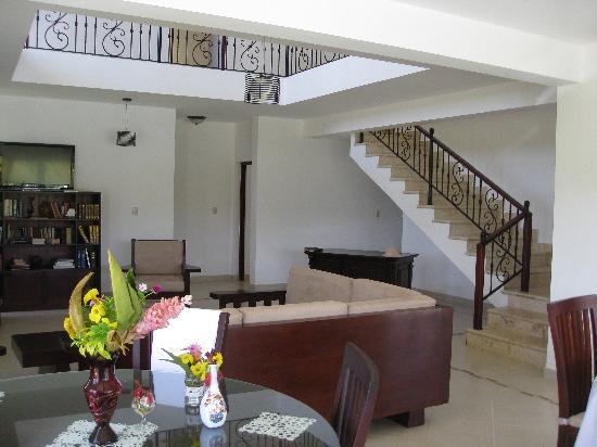 Seaside 69, Sosua: Common area with stairs