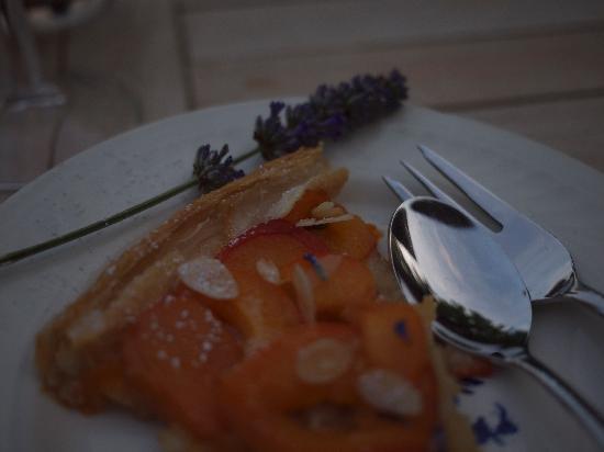 Jas de mery : homemade apricot tart
