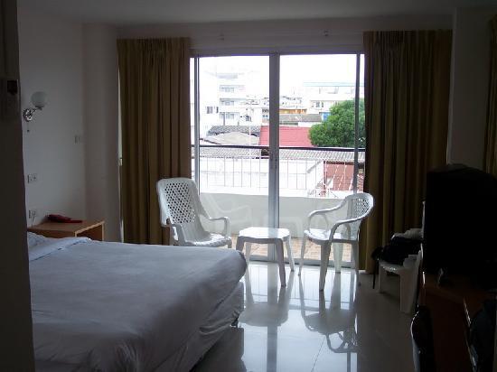 Nova Park Hotel Pattaya : It's a Good Size Room