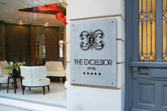 The Excelsior : Entrance of the Hotel Excelsior