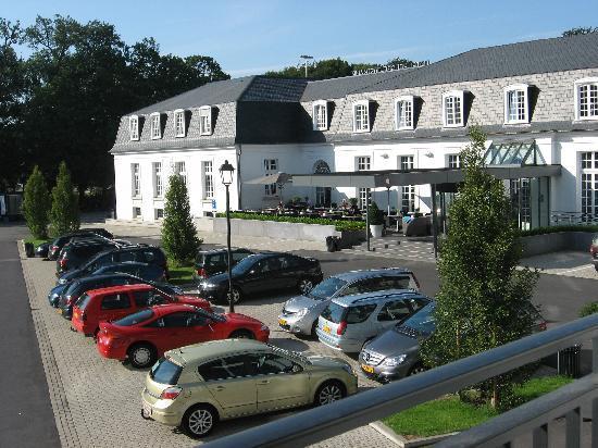 Van der Valk Hotel Brugge-Oostkamp: Hotel et parking