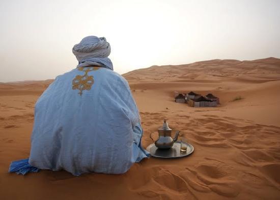 Hotel Kasbah Mohayut: Thé dans le désert, au lever du soleil