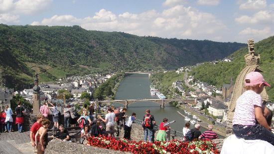 Reichsburg Cochem : view of Cochem and the River Mosel from the front gate