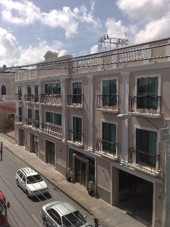هوتل ناسيونال ميريدا: otra perspectiva del hotel