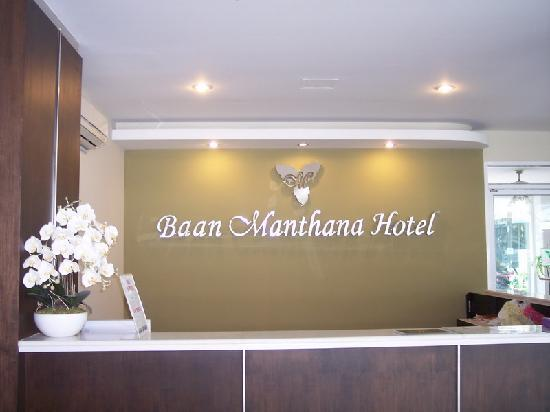 Baan Manthana Hotel: Front Desk