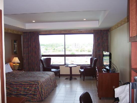 Baan Manthana Hotel: Good Size Room