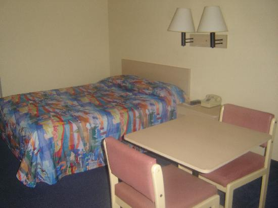 Motel 6 Seattle South : The Bed