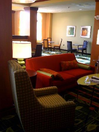 Fairfield Inn & Suites Columbus Polaris: lobby and breakfast area