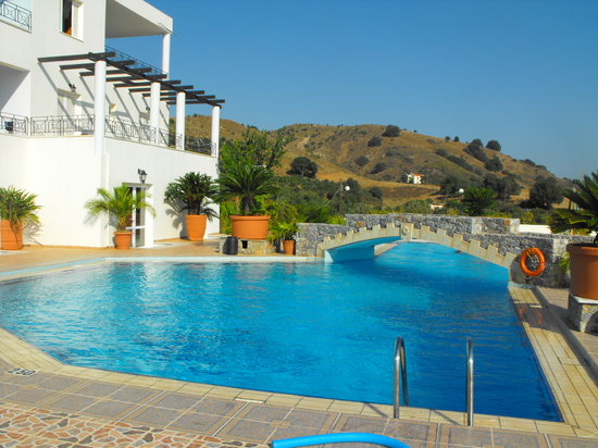 Pinelopi Apartments: Quite pool