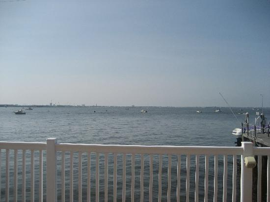 Somers Point, Нью-Джерси: View from the Pier's pool deck