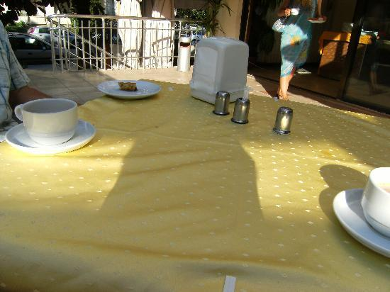 Intermar Hotel: dirty tablecloths