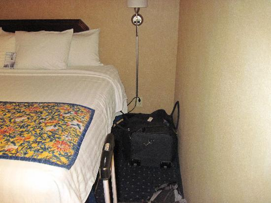 BEST WESTERN PLUS Fresno Airport Hotel: Hardly room to walk