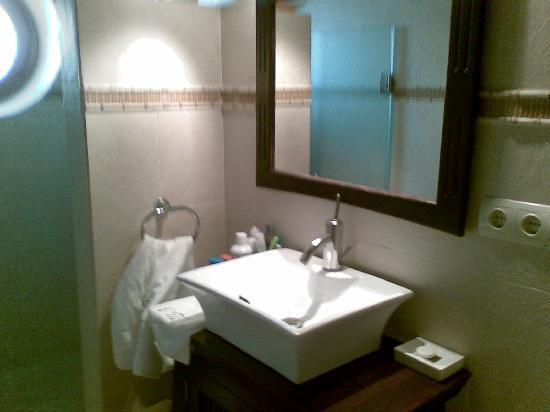 La Villa Marbella: baño habitacion