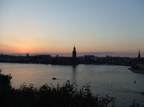 Стокгольм, Швеция: Stockholm in der Dämmerung gg. 22.30 Uhr im Juli
